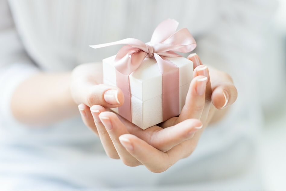 10 Unique Gift Ideas to Welcome aNew Baby (Bronzed Baby Shoes NotIncluded)