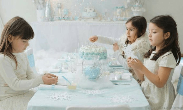 "Elegant Frozen-Inspired Cakes <span class=""amp"">&</span> Treats That Would Make Elsa Proud (And Won't Result in a Pinterest Fail)"