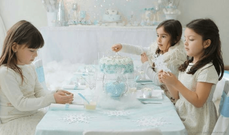 "Elegant Frozen‐Inspired Cakes <span class=""amp"">&</span> Treats That Would Make Elsa Proud (And Won't Result in a Pinterest Fail)"