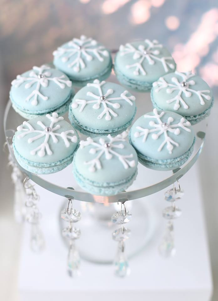 Easy Disney Frozen Treat Dessert Ideas - Snowflake Macarons