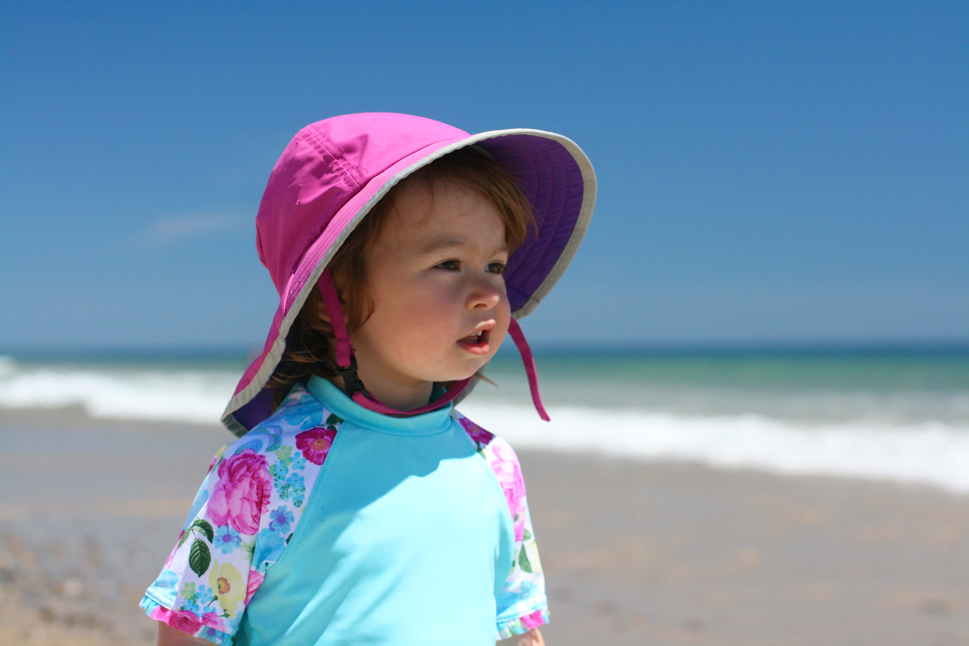 Beach Guide with Kids. Tips and Tricks. Sun Protective Hat.