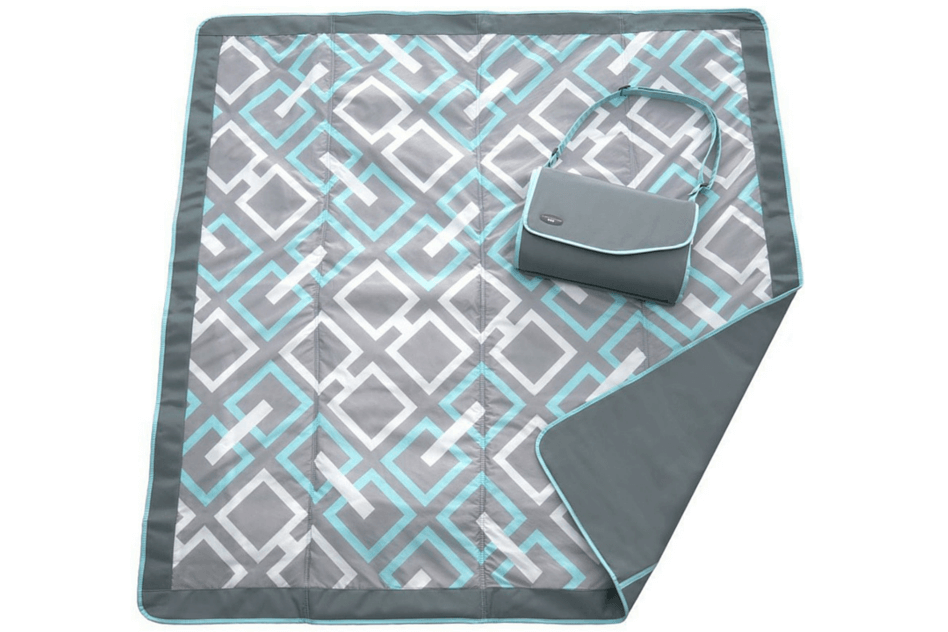 Beach Guide with Kids. Tips and Tricks. JJCole Outdoor Beach Blanket.