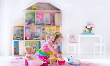 "Gift Guide: The Best Doll Houses <span class=""amp"">&</span> Accessories For Your Doll‐Obsessed Girl (or Boy!)"